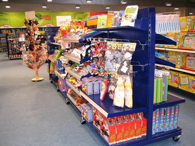 Gondole magasin de jouets
