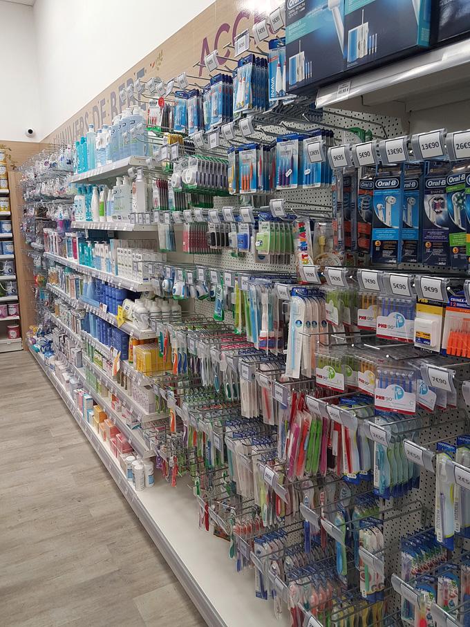 Agencement de pharmacie : gondole avec accessoires