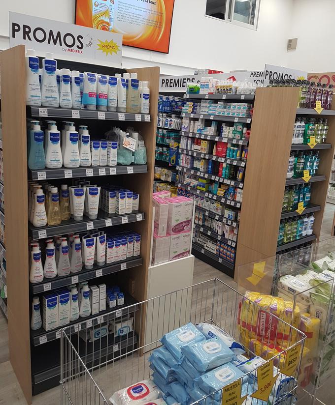 Aménagement de pharmacie : gondoles et bac fouille