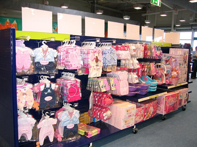 Rayonnage magasin de jouets
